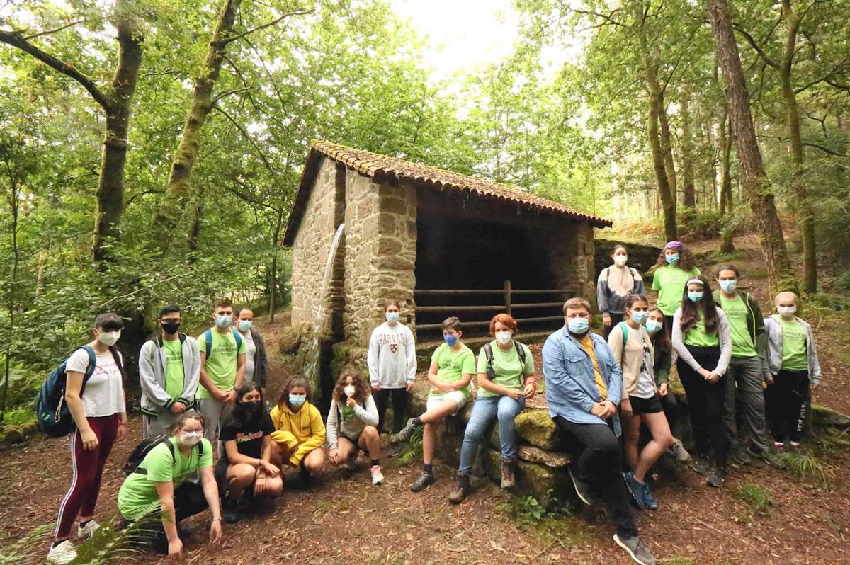 La concienciación y la conservación del territorio van de la mano en Ponteareas con el voluntariado ambiental juvenil